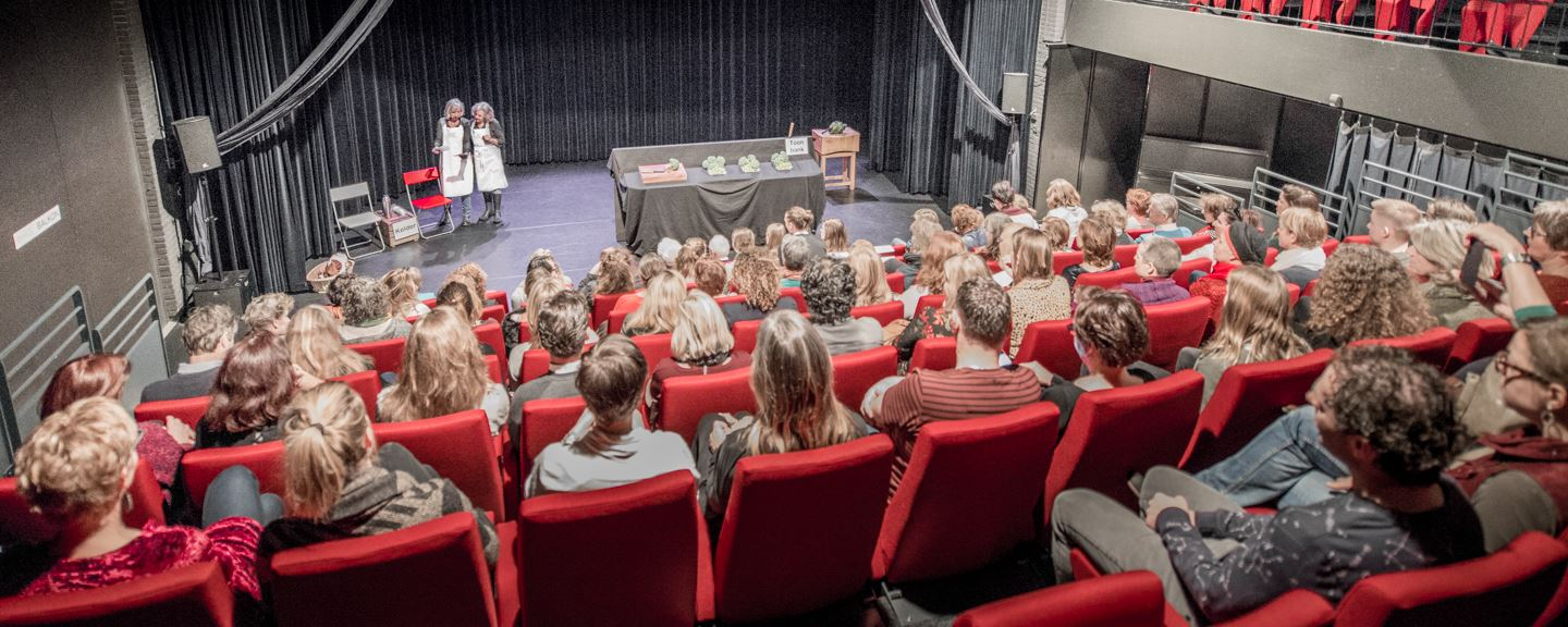 theater-volle zaal