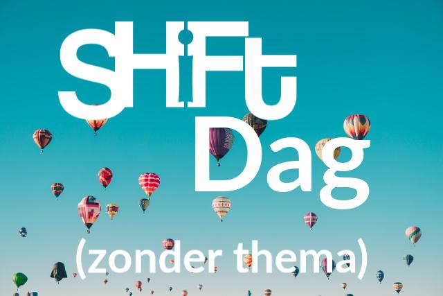 Blauwe lucht met luchtballonnen en tekst Shiftdag zonder thema